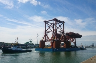 June 2016 - Load out Test Platform Sections for Pioneering Spirit