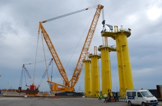Brand new crawler crane at BOW Terminal